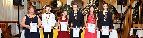 Festlicher Tanzkurs-Abschlussball in Tiefenbach